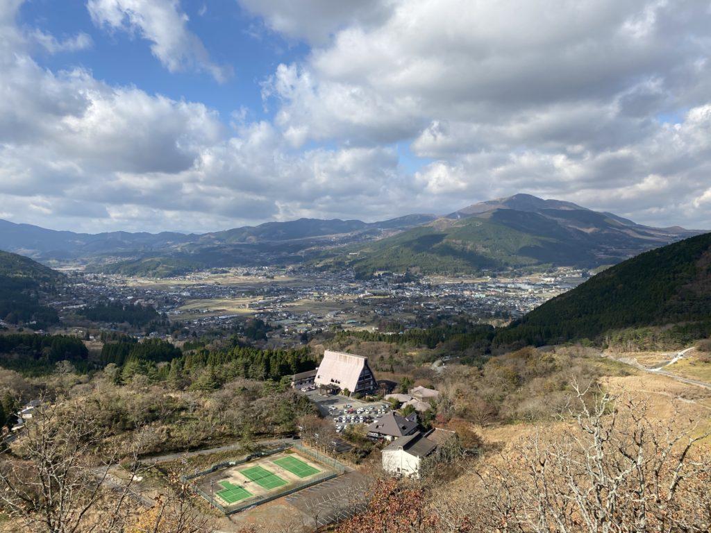 湯布院の景色を高台から撮影した写真