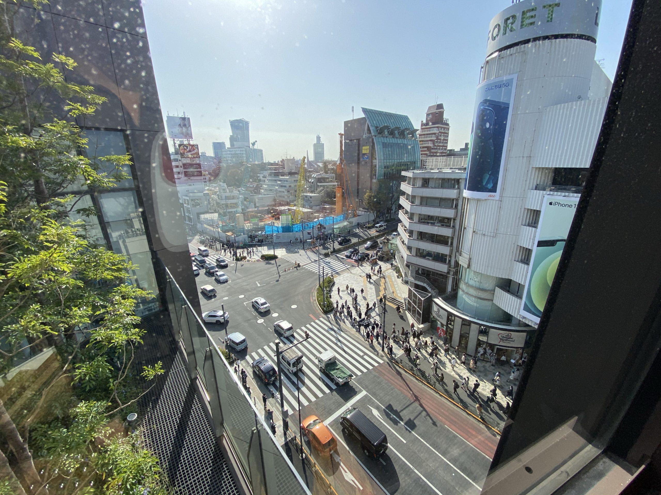 東京の東急プラザ表参道原宿の上層にて